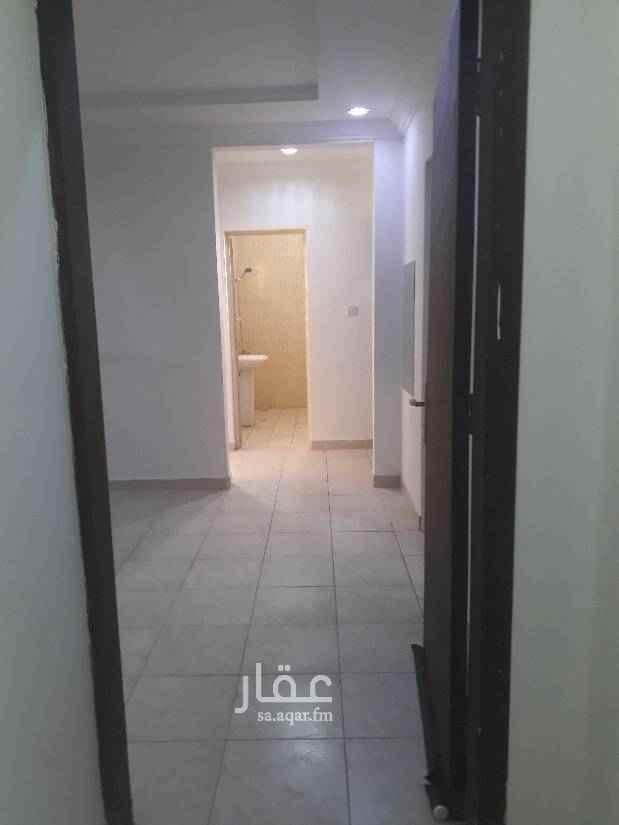 1749685 شقة عوايل ثلاث غرف وصالة وحمامين ومطبخ راكب مكيفات اسبلت ومطبخ نظيفة جدا السعر 25500 شامل. للتواصل 0583354727