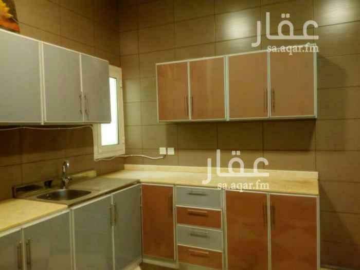 1297038 شقة علوية مع سطح ثلاث غرف  صالة جلوس دورتي مياه المطبخ والمكيفات راكبة