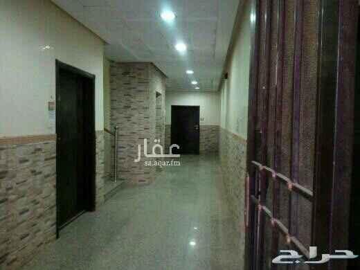 1693957 شقة علوية  اربع غرف وصالة ثلاث دورات مياة مطبخ شارع سكاكا ظهرة لبن