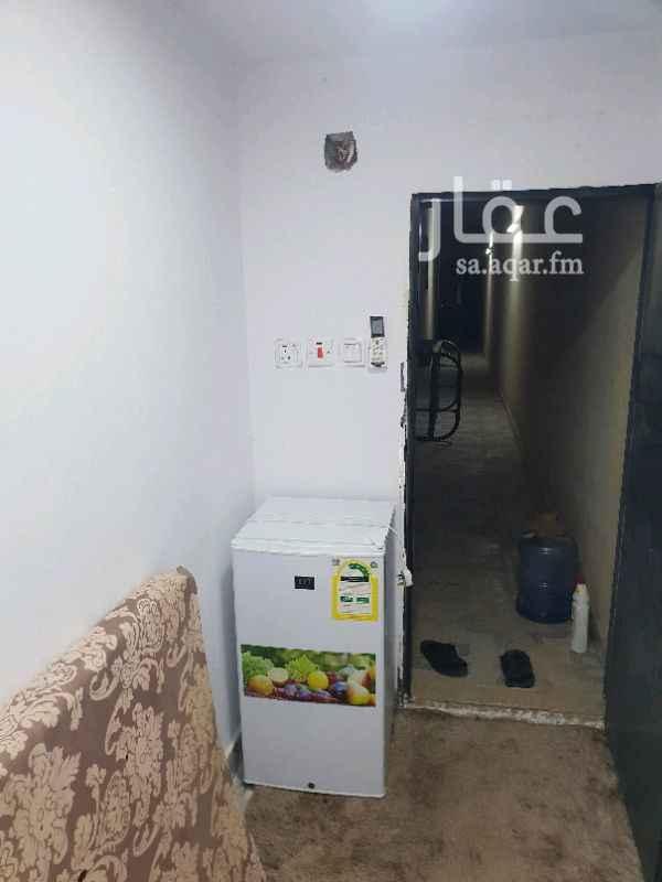 1325371 غرفة سواق للايجار في ظهرة لبن تحتوي ع ثلاجة ومكيف ودورة مياة الايجار ب ٥٠٠ ريال شامل الماء والكهرباء