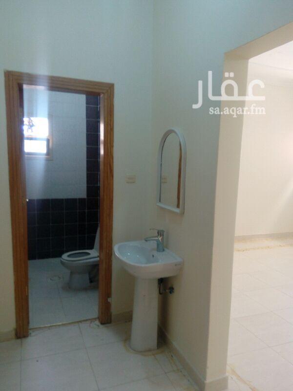 1321197 شقة ٣ غرف وصالة و٢ حمام ومطبخ دور اول عداد مستقل الشقة نظيفة جدا مع امكانية الدفع كل ٣ شهور