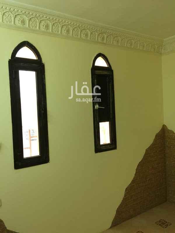 1638662 غرفة داخل شقة عزاب بحي العقيق شمال الرياض  مساحة الغرفه ممتازه ٤*٦ مجدده دهان  الموجودين بالشقه مصريين  الايجار السنوي للغرفه ٩٨٠٠ ريال شامل السعي والمياه  السداد على دفعتين  0569686034