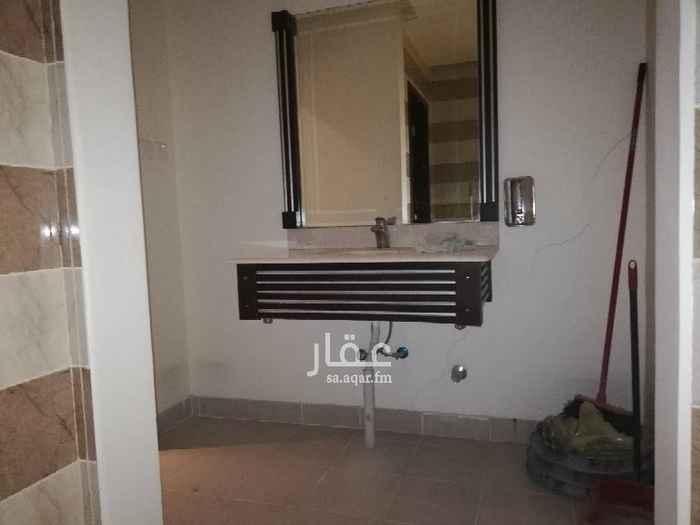 1398319 مطل علي طريق ابوبكر مكيف بوفيه مقسم الي ٥  غرف مكتبيه