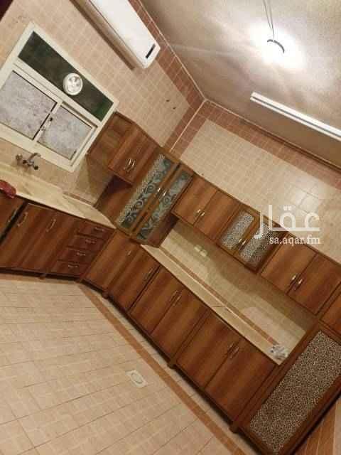1701236 شقة مجددة نظيفة معها سطح خاص مكيفات مطبخ راكب موقع مميز بجوارها اسواق وحديقة كبيرة