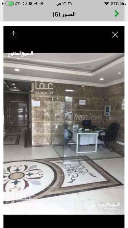 1437655 مكتب بالميزانين مقسم لثلاث مكاتب  ببرج الموسى شارع الامير تركي بالخبر