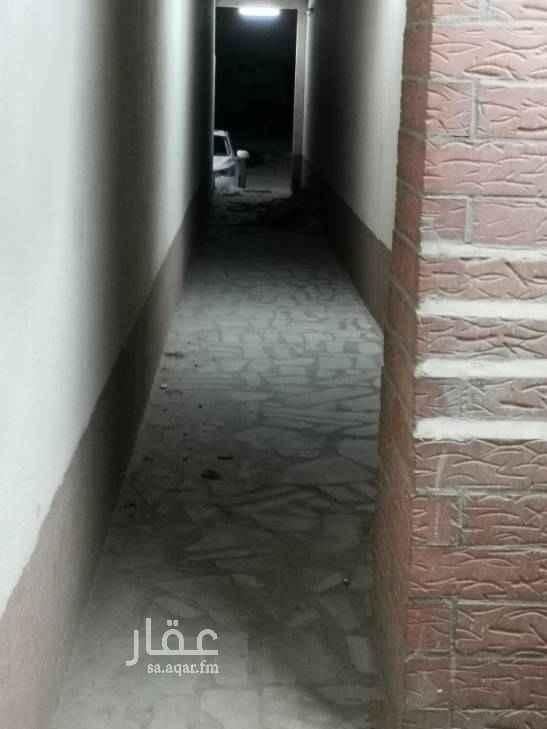 1435854 استراحة عزاب  مجلس 4في 6 وغرفه 4في 4 ومطبخ وحوش صغير. ممر  ومدخلين.