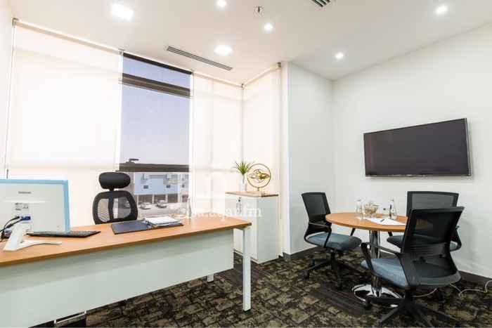 1755871 خالد 0591161126  مساحات عمل مؤثثة التأجير فقط المكتب .  تشمل غرفة اجتماعات + ضيافة مجانية + طباعه وتصوير  تبدأ المساحات من 4 م الى 15م .