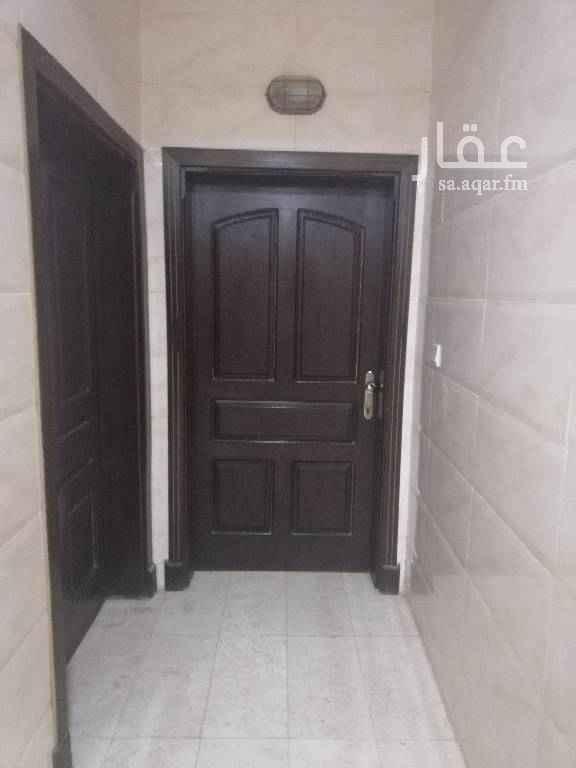 1633782 شقة للأيجار نظيفة مكونة من ٤ غرف وصالة وثلاثة حمامات ومطبخ على مدخلين مدخل للعائلة ومدخل للرجال