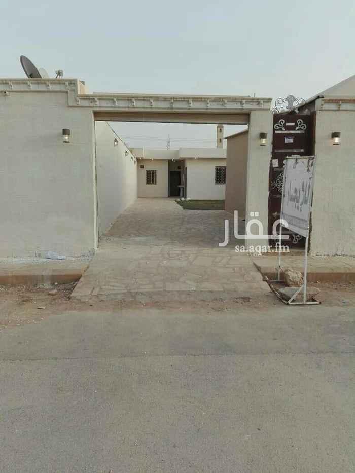 1438126 استراحة عزاب للإيجار بحي الرمال بهآ مدخل سياره غرفه نوم وحمام ومشب.  الايجار شامل المياه والكهرباء.