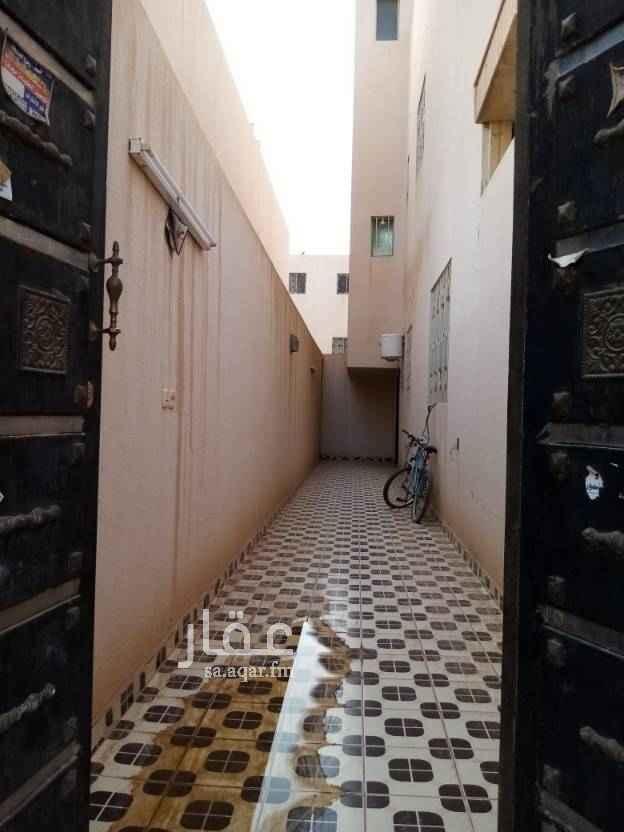 1758236 شقة للايجار بحي المونسيه قريبه من جميع الخدمات دور أول مدخلين ٣ غرف وصالة ومطبخ ودورتين مياه عداد كهرباء مشترك
