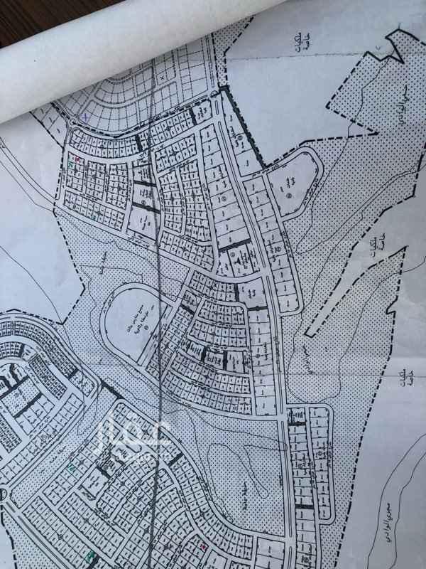 1095859 ارض لبيع مساحته ٨٦٦ صكين مقسومه الحد ٨٠٠ الالف