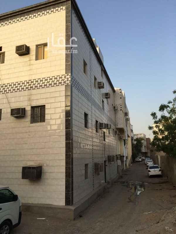 1387573 عماره ثلاث ادوار  مكونة من 18 شقة  15 شقة مؤجره  3شقق غير مؤجره دخل العماره الحالي  179,700الف