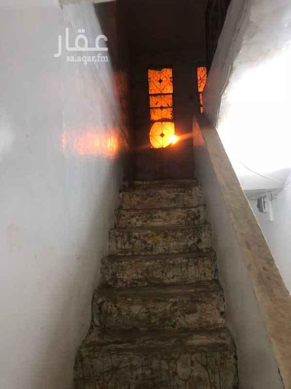 1361777 للايجار بيت شعبي بحي ذره  بجوار المدرسه الثامنه عشر للبنات  3 غرف كبار  2 دورات مياه  سطح  مطبخ  الايجار السنوي (12000)  الدفع كل (6) شهور (6000)  التواصل واتساب  0594847147