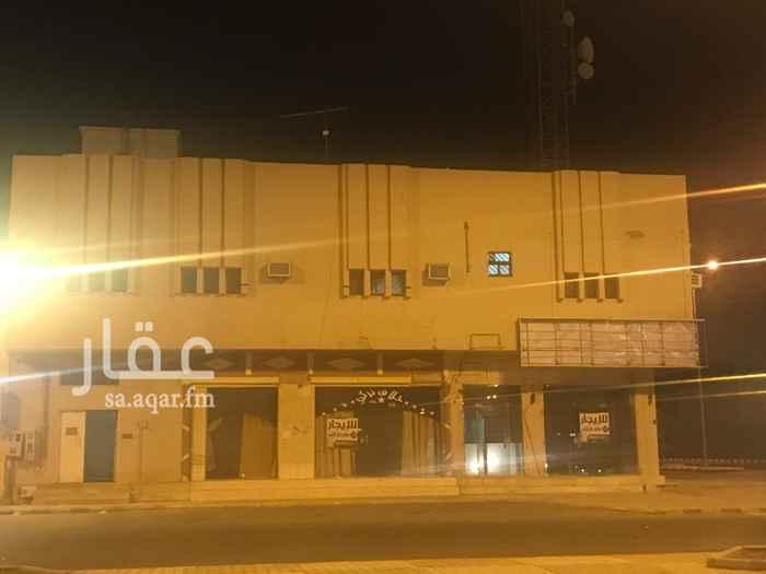 1215110 يوجد محلات تجارية على شارعين ويوجد على شارع مساحات لا تقل عن 60 متر 2 الموقع مميز وحيوي