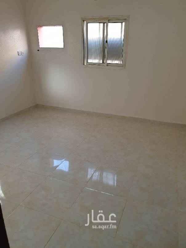 1762599 شقتين للايجار مرممة ونظيفة كل شقة تحتوي على : ٣ غرف +صالة + ٢ دورة مياه + مطبخ  الشقق نظيفة جدا ومرممة بالكامل الشقة الاولى ب ١٥٠٠٠ والثانية ب ١٤٠٠٠ تختلف بحكم المساحة . نقبل الايجار الربع سنوي والنصف سنوي  للتواصل 0505279423، 0500668006