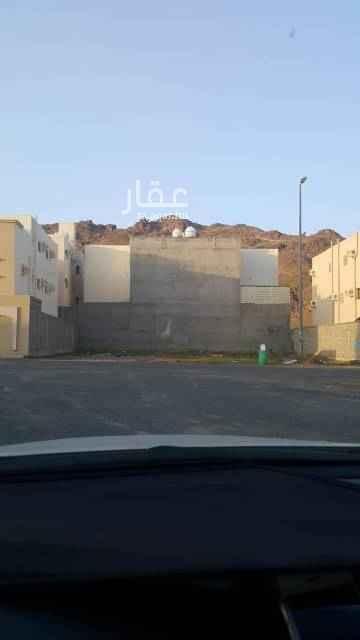 1401305 ارض مساحة: 625م على شارع 18 جنوبي  طولها 25في25   قريب منها مدارس ومسجد  السعر: 650الف