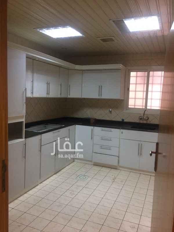 1729817 شقة بالدور الاول مكونة من 4 غرف وصالة ومطبخ راكب موقع ممتاز جدآ قريب من جميع الخدمات ومنطقة هادئة جدآ .