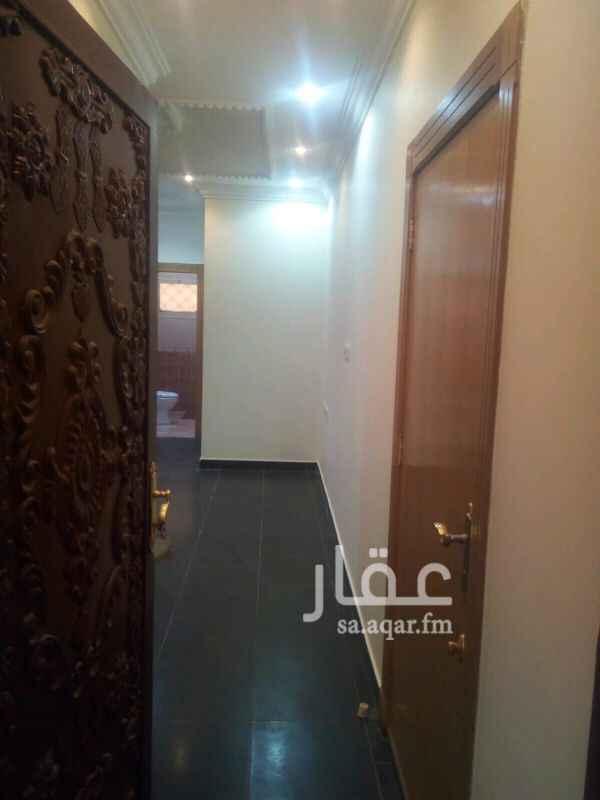 1281713 شقه عوايل شقه غرفتين وصاله ودورة مياه ومطبخ حي الحمراء شارع حسن بن حسين بن علي