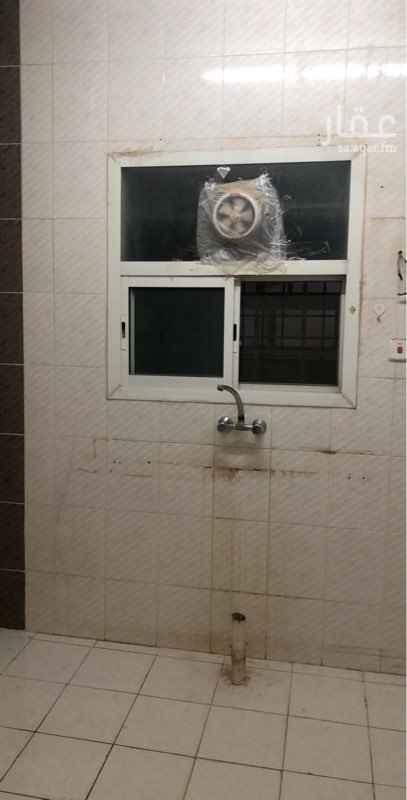 1691552 غرفتين وصالة جانبية ودورتين مياه ومطبخ ومجلس ومدخلين رقم صاحب الشقة 0551862435