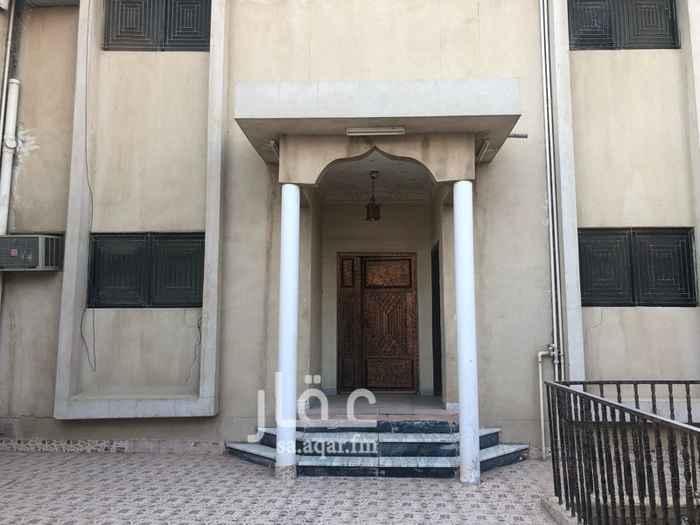 1437247 فيلا في حي بدر للايجار مدخل سياره  مقدمه  مجلس رجال مقلط  صاله  مجلس نساء مطبخ 6 غرف نوم  5حمامة سطح