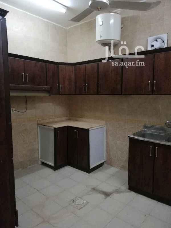 1345326 شقة ٤ وصالة  مدخل خاص في السطح راكب مكيفات أسبلت ومطبخ نظيفة مرة ٤ غرف وصالة  ثلاث مداخل ب ٣٠ الف دفعتين