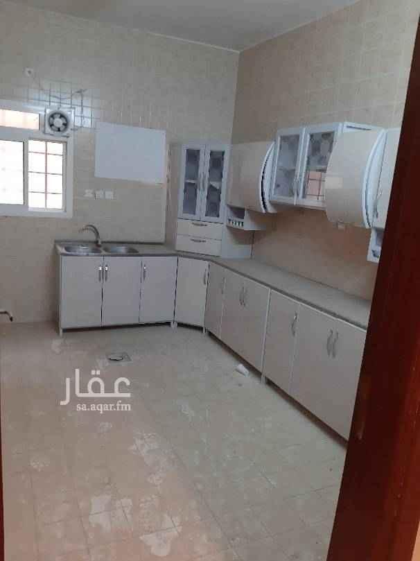 1410506 شقه بشارع البحار حي الحمراء ٤ غرف وصاله ٣ دورات مياه مطبخ راكب الدور الارض