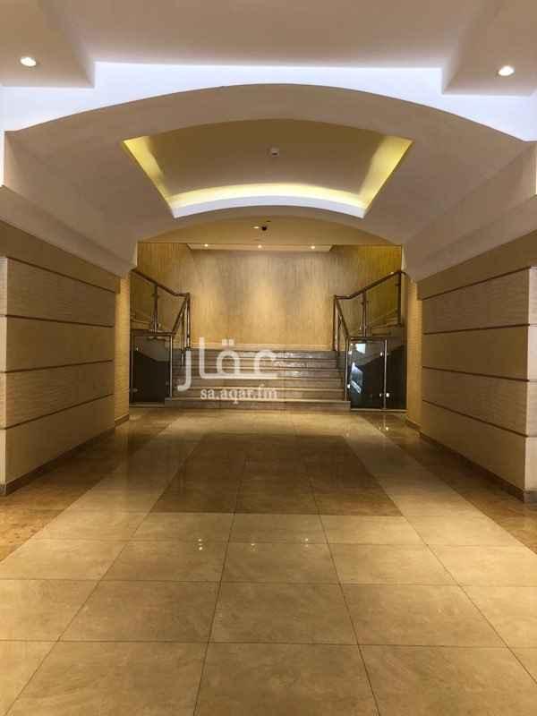 1393597 يحتوي المركز على فندقين وعدة معارض ومكاتب بحي العليا على طريق الامير محمد بن عبدالعزيز - التحلية - . يمتاز الموقع بعدة مزايا  ١- سهولة الوصول له من عدة طرق رئيسية(طريق الملك فهد - طريق التخصصي - طريق الامير تركي الاول ). ٢- تتوفر مواقف للسيارات (امامية عامة - خلفية خاصة للعملاء- مواقف في القبو ) ٣- الاتصالات والانترنت حيث ان المبنى مجهز بكبينة الكترونية لخطوط. الهاتف والفاكس والانترنت كما توجد خطوط انترنت الالياف البصريبة. ٤-مرخص  ويخضع لاشتراطات  البلدية و انظمة الامن والسلامة من الدفاع المدني