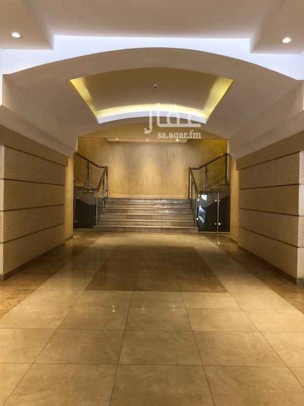 1393607 يحتوي المركز على فندقين وعدة معارض ومكاتب بحي العليا على طريق الامير محمد بن عبدالعزيز - التحلية - . يمتاز الموقع بعدة مزايا  ١- سهولة الوصول له من عدة طرق رئيسية(طريق الملك فهد - طريق التخصصي - طريق الامير تركي الاول ). ٢- تتوفر مواقف للسيارات (امامية عامة - خلفية خاصة للعملاء- مواقف في القبو ) ٣- الاتصالات والانترنت حيث ان المبنى مجهز بكبينة الكترونية لخطوط. الهاتف والفاكس والانترنت كما توجد خطوط انترنت الالياف البصريبة. ٤-مرخص  ويخضع لاشتراطات  البلدية و انظمة الامن والسلامة من الدفاع المدني