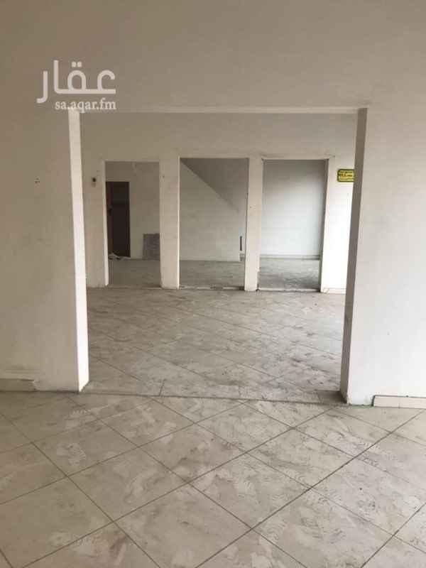 1705787 محل به ثلاث فتحات ويمكن تقسيم المحلات الى ٣ محلات كل محل مساحته 4x5.5 ويوجد واحد من المحلات به دور ثاني ..
