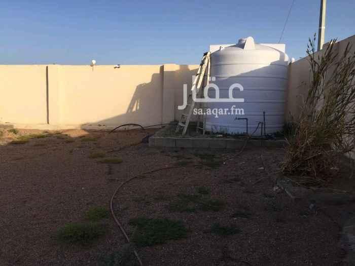 1506893 الاستراحة واصلة( الكهرباء) مساحتها 1800 وبجانبها أرض مساحتها 600. قريبة من المسجد والمدرسة