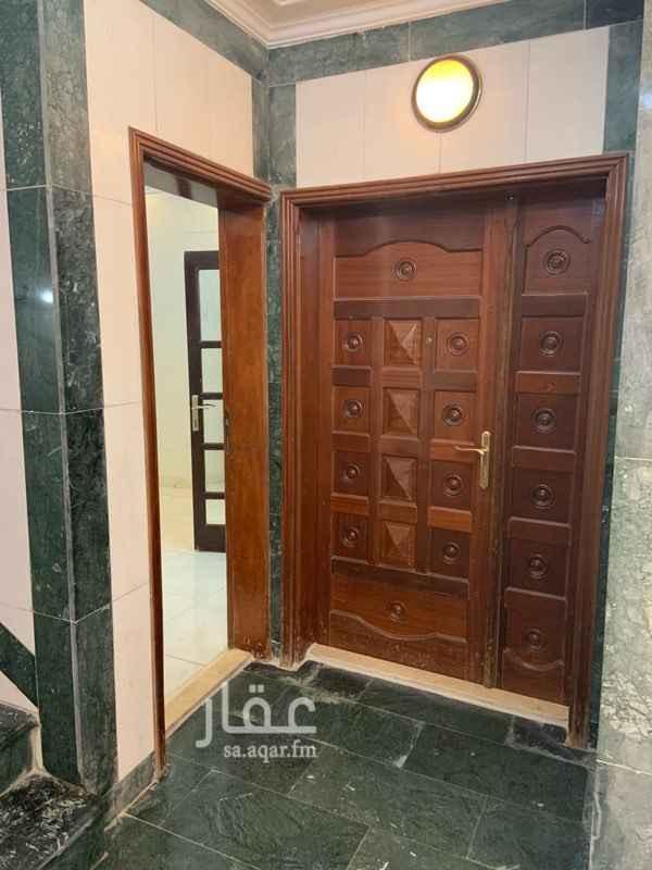 1635746 شقة من ٥ غرفه وحمامين وي مستودع