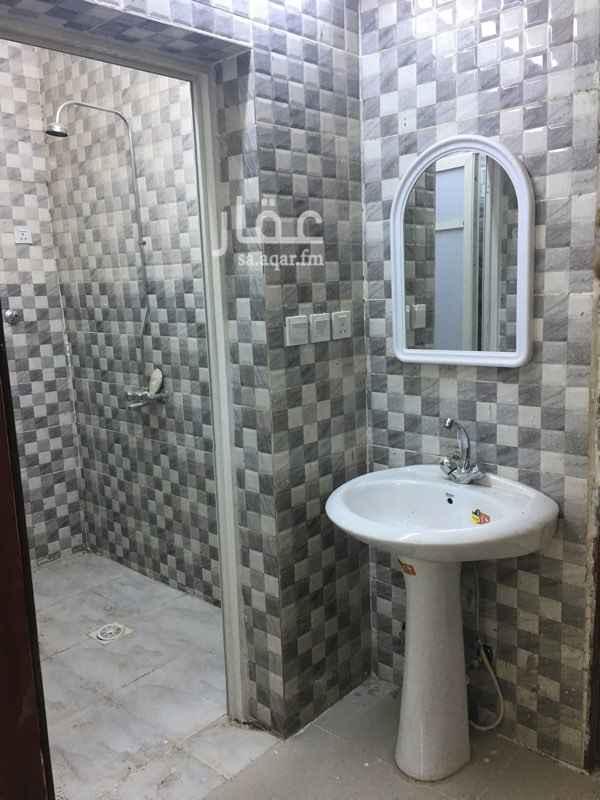 1054825 شقة ثلاث غرف وصالة ومطبخ ودورتين مياة  في الدور الثاني ايجارها 1100 شهرياً