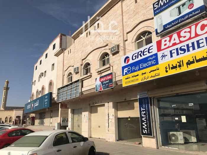 1340050 محل تجاري بفتحتين على شارع صلاح الدين  امام محطة جوهرة شوران وسوبرماركت القرية - بجوار صيدلية