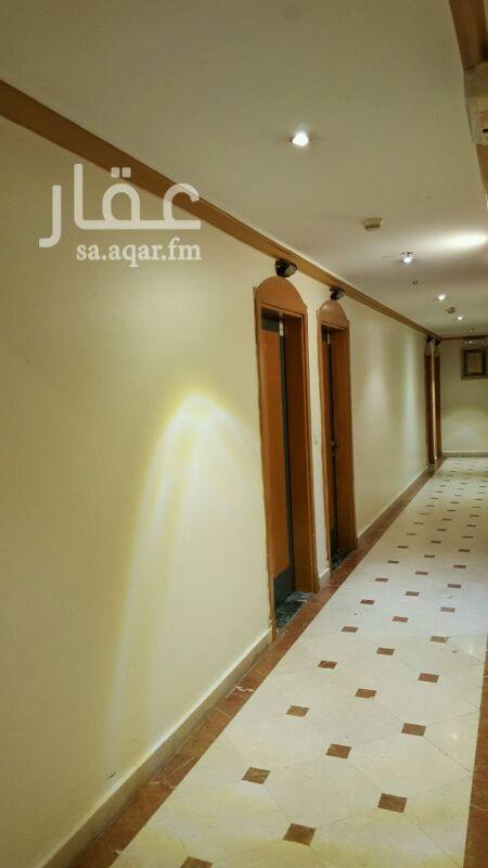 1301851 شقة استديو تمليك للبيع في مكة المكرمة ، بابراج فندق السرايا أجياد ، شارع اجياد مقابل قصر الصفا  ، مكونه من غرفتين نوم ، 1مجلس ،1 مطبخ ، 3 دورات مياه . يوجد مدخلين للشقة . الشقة تبعد مسافة 250 متر عن ساحة الحرم بوابة الملك عبدالعزيز ، مساحة الشقة 63متر تقريبا ، مؤجره الدخل السنوي للايجار 140،000ريال بالإضافة إلي سكن مالك الشقة  شهر كامل  من غير موسم رمضان والحج.   سعر البيع 1،800000 ريال