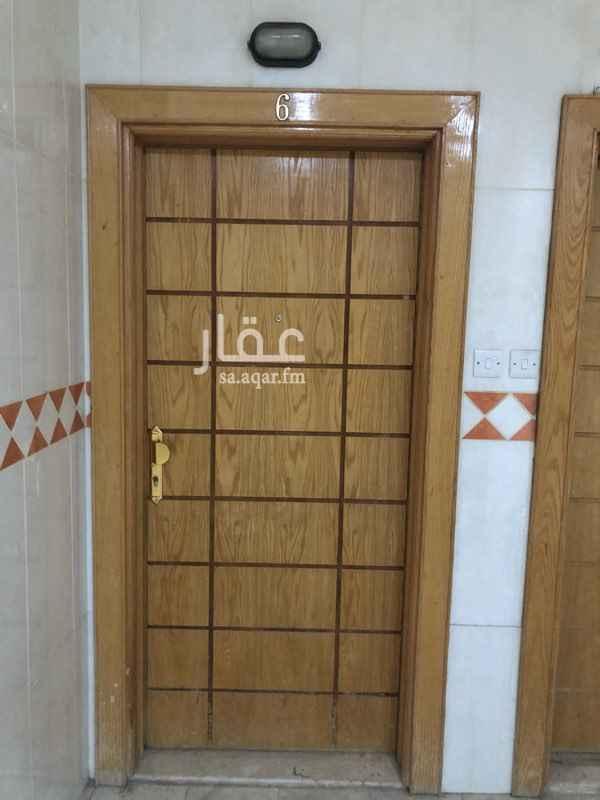 1793957 شقة عوائل دور اول للايجار  3 غرف مطبخ راكب 2 دورة مياه 1 صالة  الايجار على دفعتين 12000 كل دفعة  22000 دفعة واحدة  1000 ماء
