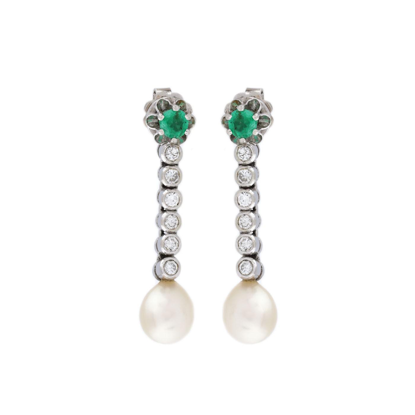 comandă online gânduri pe data eliberării Pereche de cercei din aur alb, decorată cu smaralde, perle și ...