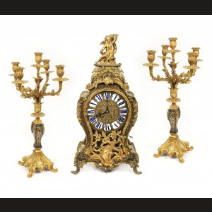 Garnitură pentru șemineu, formată din ceas pendul și pereche de sfeșnice, stil Louis XV, manieră Boulle, cca. 1860