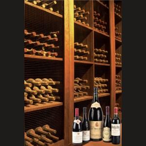 Colecţia de vinuri roșii a restaurantului Heritage Selecţie de 194 de sticle de vin roșu și 1 cognac, provenind din pivniţele restaurantului Heritage. Selecţia cuprinde nume celebre precum Château Lafite, Château Pontet Canet, Château Calon Segur, Château