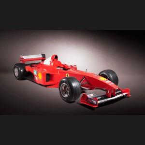 Monopost Formula 1 Ferrari F399, condus de Michael Schumacher în sezonul 1999