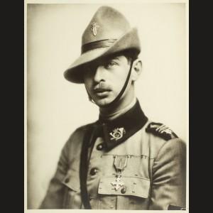 Portretul fotografic al viitorului Rege Carol II în timpul Primului Război Mondial, în uniforma de vânător de munte