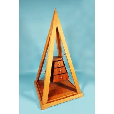 Comodă în formă de piramidă, cca. 1980