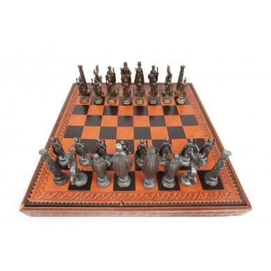 Impresionant joc de șah casetat, de dimensiuni atipice, cu tablă din piele, anii 1970