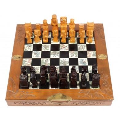 Joc de șah de dimensiuni medii, din lemn de paltin și os, decorat cu motive chinoise