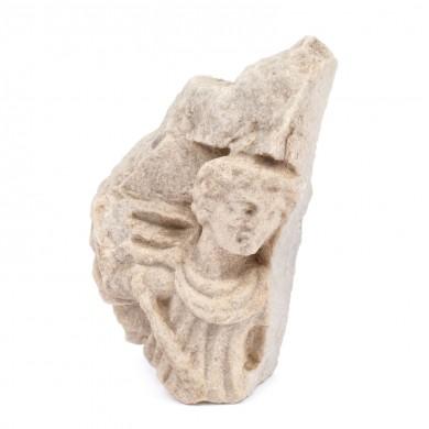 Cavalerul trac, fragment de stelă din marmură, Tuzla, epocă greco-romană și romană, sec. II-III, provine din colecția dr. Horia Slobozianu