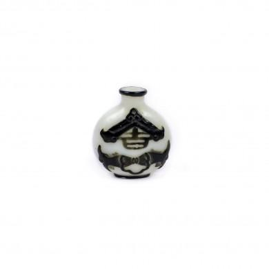 Sticluţă pentru prizat, din sticlă stratificată în două culori, decorată cu proverb norocos cu pești, dinastia Qing, China, sec. XVIII