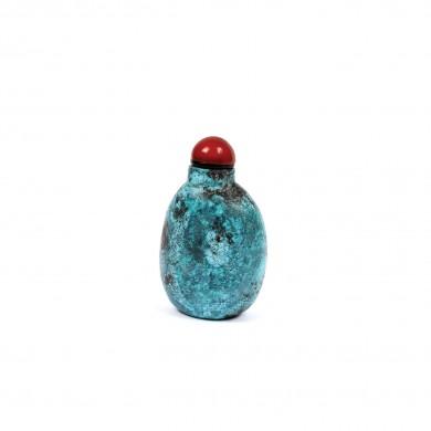 Sticluţă pentru prizat, sculptată din piatră, începutul dinastiei Qing, China, sec. XVII