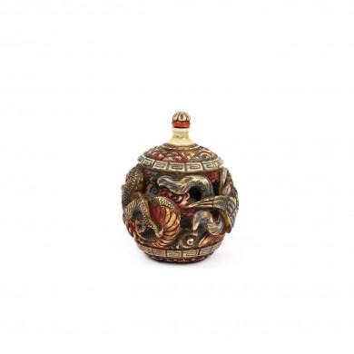 Sticluţă pentru prizat, din os, decorată cu motivul dragonului, marcată Chenghua, perioada dinastiei Qing, China, sec. XVIII