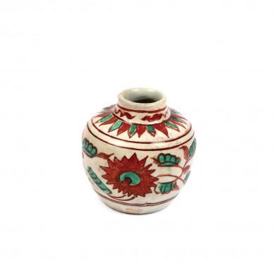 Vas miniatural din ceramică, decorat cu motive vegetale, dinastia Ming, China, sec. XIV-XVII
