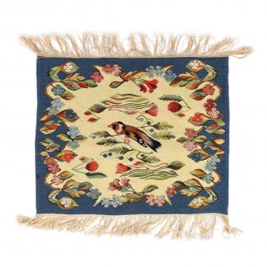 Tapiserie oltenească din lână, decorată cu ciocănitoare și flori, simbolizând renașterea naturii, mijlocul sec. XX