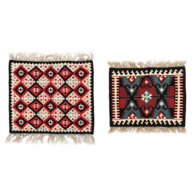 Lot format din două piese ornamentale lucrate manual la mănăstirea Pasărea, din lână țesută în manieră Kilim, mijlocul sec. XX